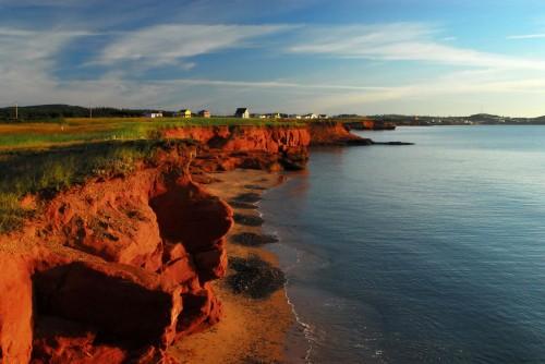 Les falaises rouges à Gros-Cap - Crédit Photo - M.Bonato