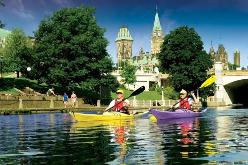 Canoë sur la Canal Rideau - Crédit photo Ottawa Tourism
